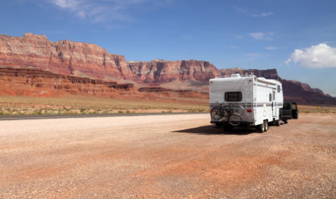 This image has an empty alt attribute; its file name is rv-desert.jpg